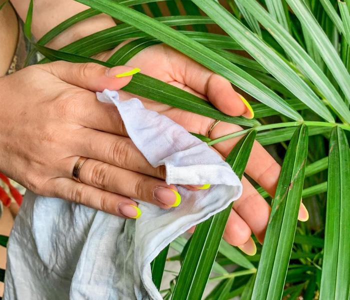 czyszczenie liści palm